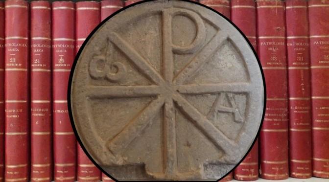 Bas-relief en pierre avec le symbole du Christ XP