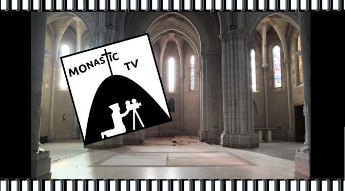 pellicule avec le choeur de Maylis vide et le logo Monastic-TV